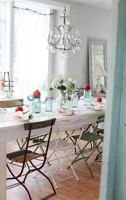 I LOVE these chairs!Blue Mason Jars, Modern Farmhouse, Dreamy White, Dining Room, Christmas Tables Sets, Shabby Chic, Black White, Simple Christmas, Dining Tables