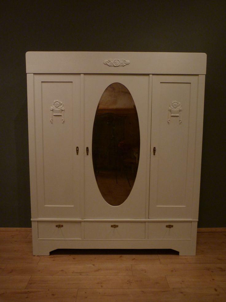 antiker jugendstilschrank um 1920 wei lasiert antike. Black Bedroom Furniture Sets. Home Design Ideas