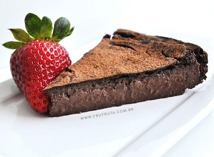 """Essa torta mousse de chocolate """"não tem"""" tanta coisa e é TÃO GOSTOSA e tão saudável que parece mentira. Vem conferir!"""
