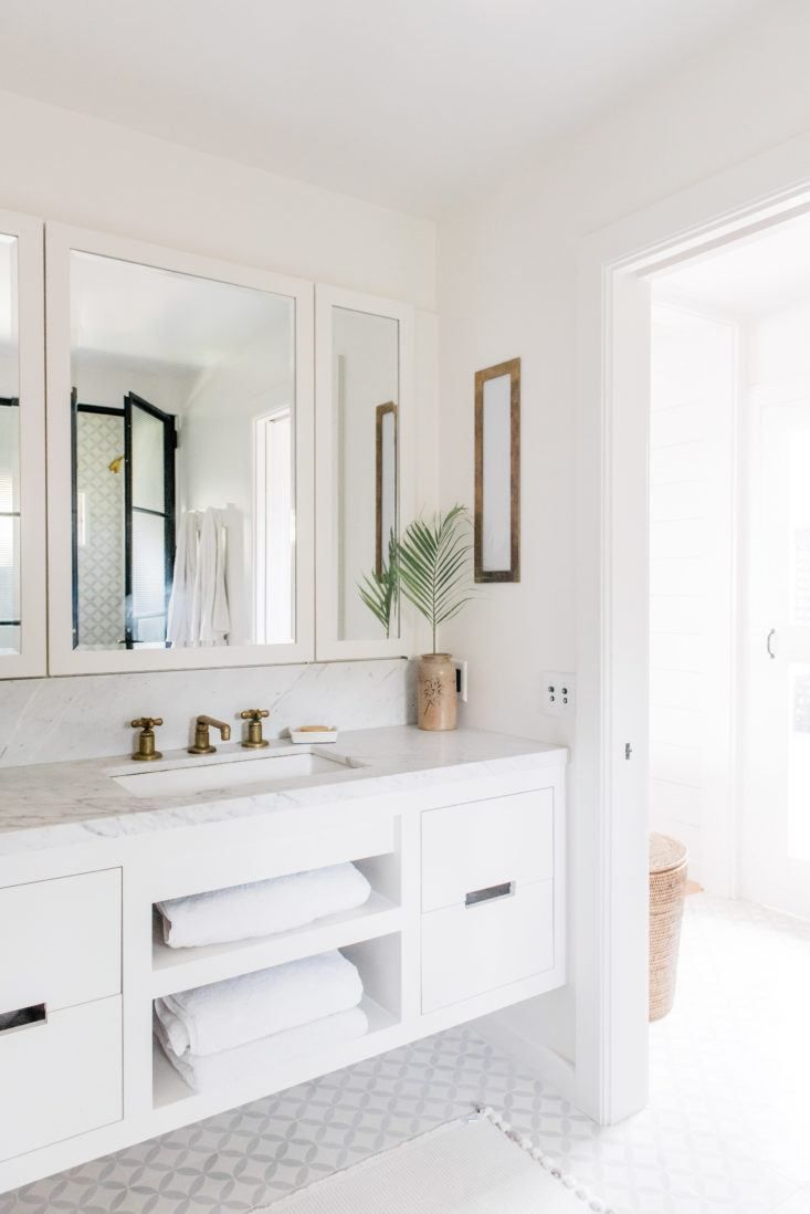 A Vintage Hawaiian Cottage Restored With Its Own Instagram Account Beach House Bathroombathroom Wallbathroom Ideaswall