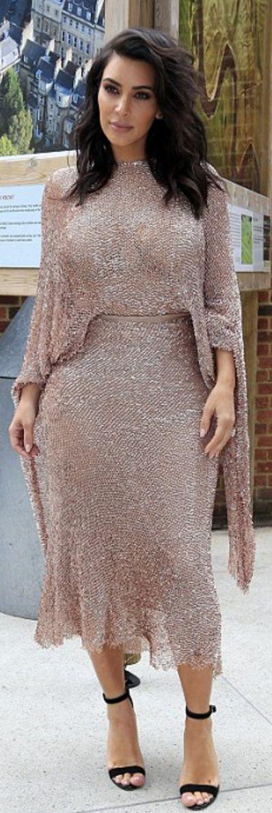 Kim Kardashian: Dress – Talbot Runhof  Shoes – Gianvito Rossi