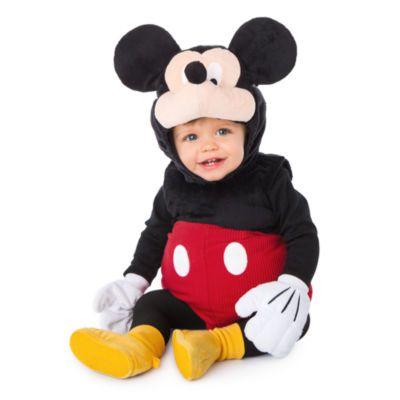 Nu kan du forvandle din lille skat til en klassisk Disney-figur! Denne behagelige vatterede dragt af plys forvandler de små til Mickey Mouse og leveres med vanter og en udklædningshat med rappende næse!