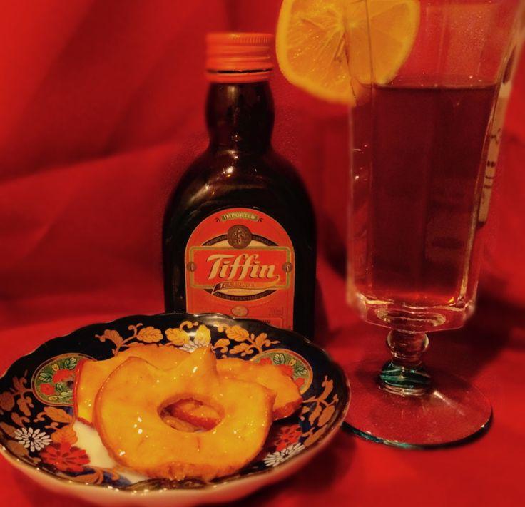 Tiffinで紅茶の林檎飴 ドライアップルにTiffinの飴をコートしました。