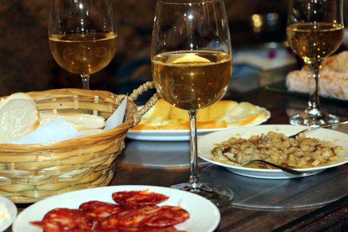 Vino De Pitarra Y Tapas En La Boiga De Villamiel Gastronomia