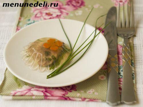 заливной говяжий язык с овощами и зеленью