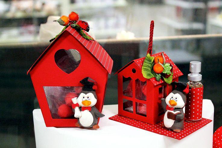 #Bomboniere a forma di casetta con pinguini.