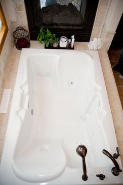 Now THAT'S a two person tub! :D