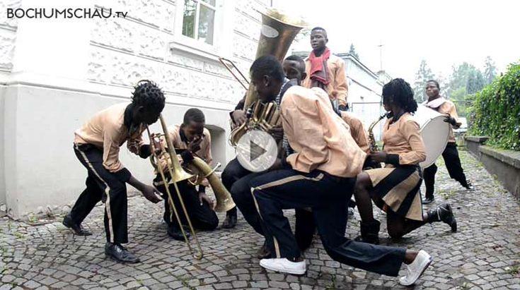 Fanfare Masolo, Ensemble aus ehemaligen kongolesischen Straßenkindern und Kindersoldaten, beim Tag des offenen Denkmals im Weitmarer Wasserturm.