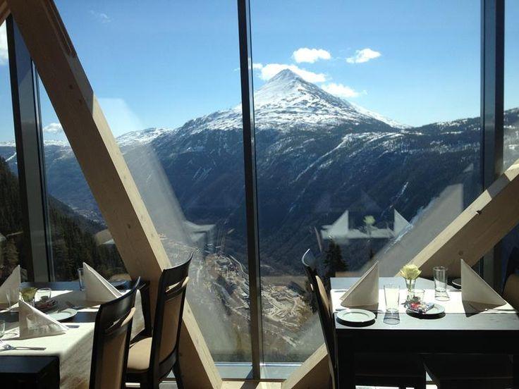 Utsikt fra Gvepseborg Café og Restaurant på toppen av Krossobanen - fantastisk utsikt!