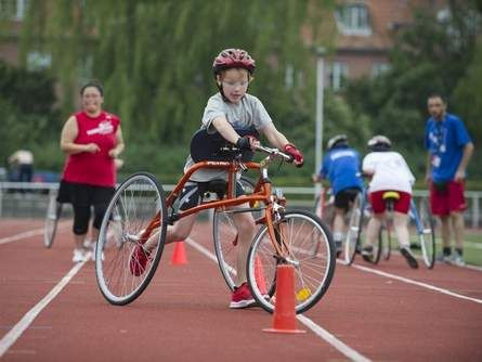 Ataxic cerebral palsy can't slow her down as girl competes in RaceRunning | Gatorsports.com