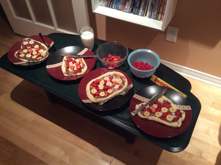 Pizza dessert ;) Bananas, Strawberries, Nutella and Coconut with a freshly made pizza crust! To die for ;)