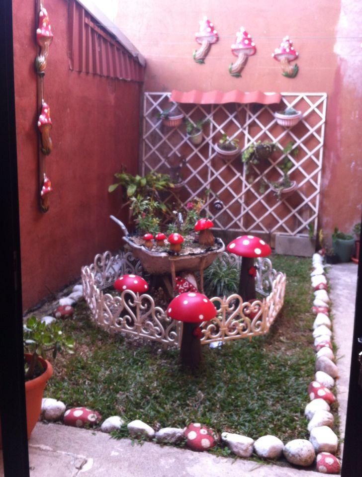 Decoraci n de jard n con hongos de ceramica jard n for Hongos de jardin