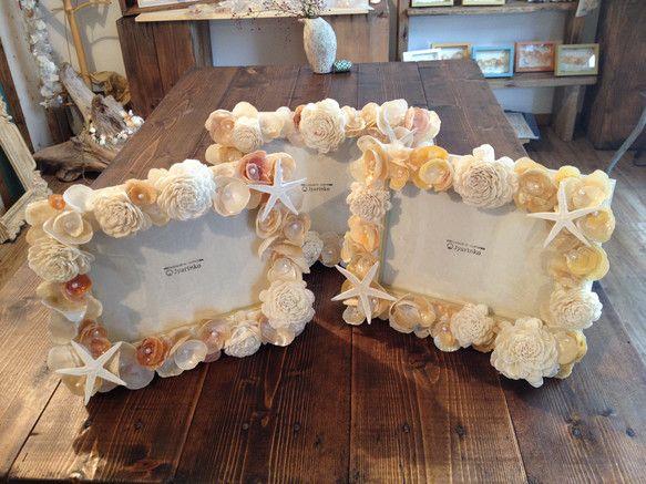 蒲郡の海岸で拾い集めた貝殻「ナミマガシワ」をたっぷり使ったフォトフレーム。結婚のお祝いにおすすめです。サイズ2L判 ※その時海岸に打ち上げられたものでお作りす...|ハンドメイド、手作り、手仕事品の通販・販売・購入ならCreema。