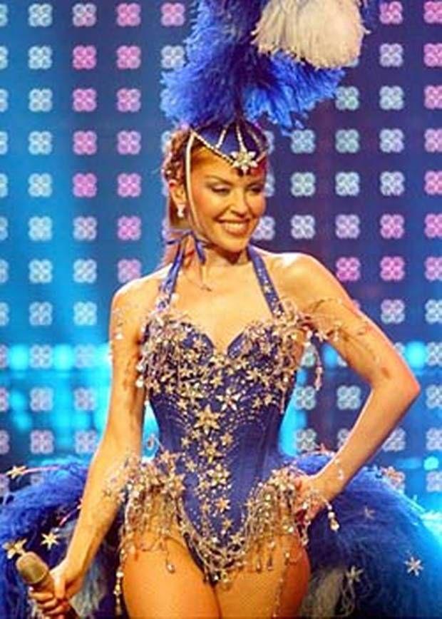 en 2005  kylie minogue entame une tourn u00e9e mondiale de ses plus grands succ u00e8s intitul u00e9e showgirl