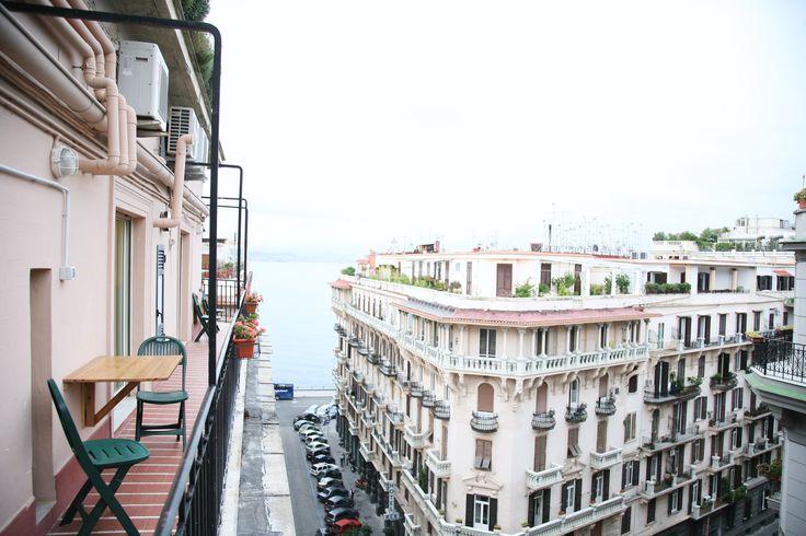Il panorama sul lungomare di Napoli.