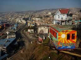 los ascensores que siempre los turistas visitan para conocer de otra perspectiva Valparaiso.
