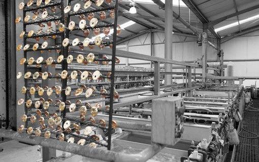 » Galvanoplastia Transformamos o aço inoxidável, latão e zamak. Temos capacidade para executar cerca de 150 acabamentos com equipamentos tecnologicamente sofisticados. Sempre com respeito pelo o meio ambiente, por isso temos a certificação ambiental desde 2011. Mais informações: www.tupai.pt #smartsolutions #tupai