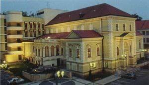Pohled na budovu Beskydského divadla, která  je nádherným příkladem architektury historizujících slohů