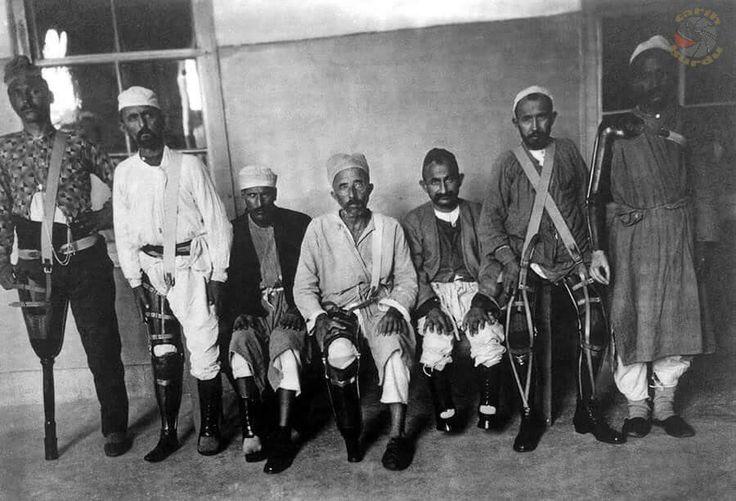 Balkan Savaşı sırasında uzuvlarını kaybeden askerlere Hilal-i Ahmer Cemiyeti (Kızılay) tarafından yaptırılan takma kol ve bacaklar, 1913...