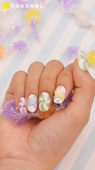 ポップで可愛い3Dキャンディネイルをご紹介します。ぷっくりとしたキャンディは甘い爪先を演出してくれます♡
