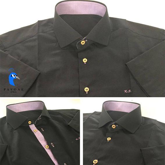 Τρικολίνα Αυστρίας (βαμβάκι). Γιακάς Rex-Man,κοντό μανίκι Γαρνιτούρα χρώματος μόβ σε γιακά και πατιλέτα Μονόγραμμα με καλλιγραφικούς χαρακτήρες στην αριστερή πλευρά του πουκαμίσου στο χρώμα της γαρνιτούρας(μοβ). Κουμπί ξύλινο και κουμπότρυπα μοβ.