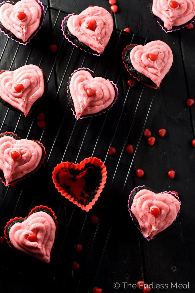 Dark Chocolate and Cinnamon Hearts Valentine's Day Cupcakes | theendlessmeal.com