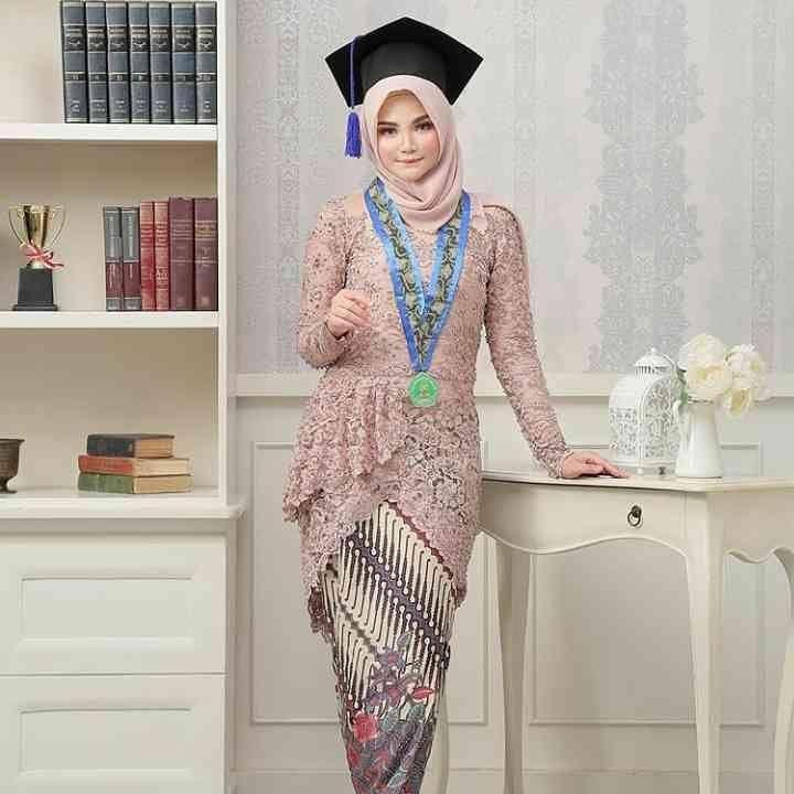 Model Baju Wisuda Terbaru 2019