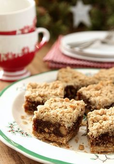 Old Fashioned Date Nut Bars - An old fashioned treat that has never gone out of favor; sweetened dates are combined with a crumbled oat topping. Perfection.