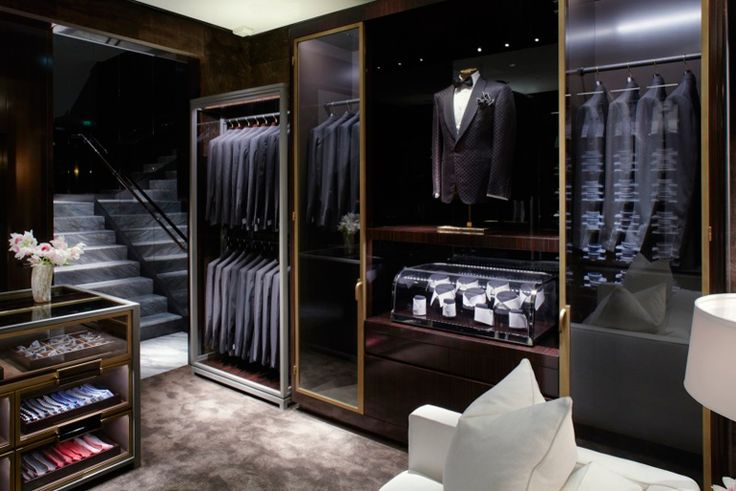 I really dig the dark wood and gold trim with glass fronted cases. tom ford store - Cerca con Google
