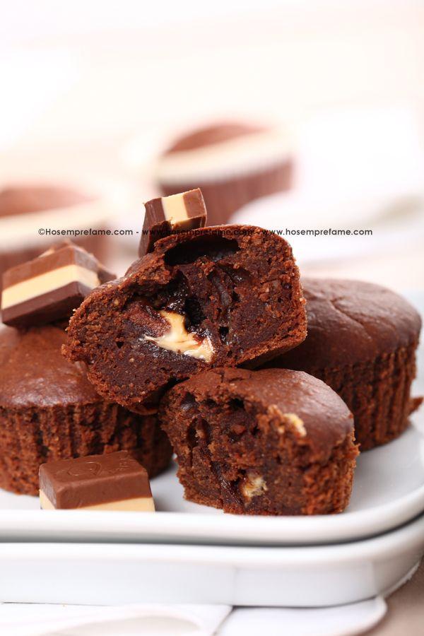 MUFFIN AI CREMINI.  Una vera golosità che non lascerà indifferenti gli amanti dei dolci. Abbiamo abbinato i classici muffin al nostro cioccolatino preferito, il cremino: un'accoppiata da leccarsi i baffi! #muffin #cremini #cioccolato
