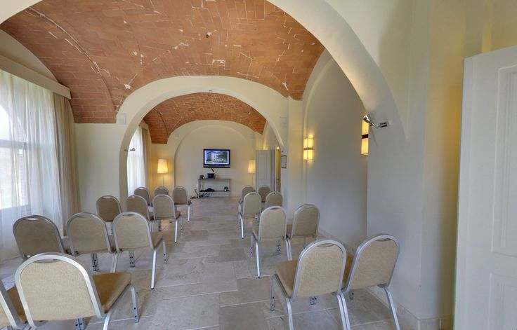 If you must have a Business Meeting, then by all means why not have it in Tuscany? Hotel Certaldo offers you its Meeting Room! #tuscany #businessmeeting #hotel #certaldo #hotelcertaldo www.hotelcertaldo.it