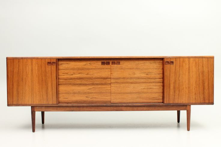 Credenza in rosewood by Christian Linneberg and manufactured by Faarup Møbelfabrik, Danmark. www.reModern.dk