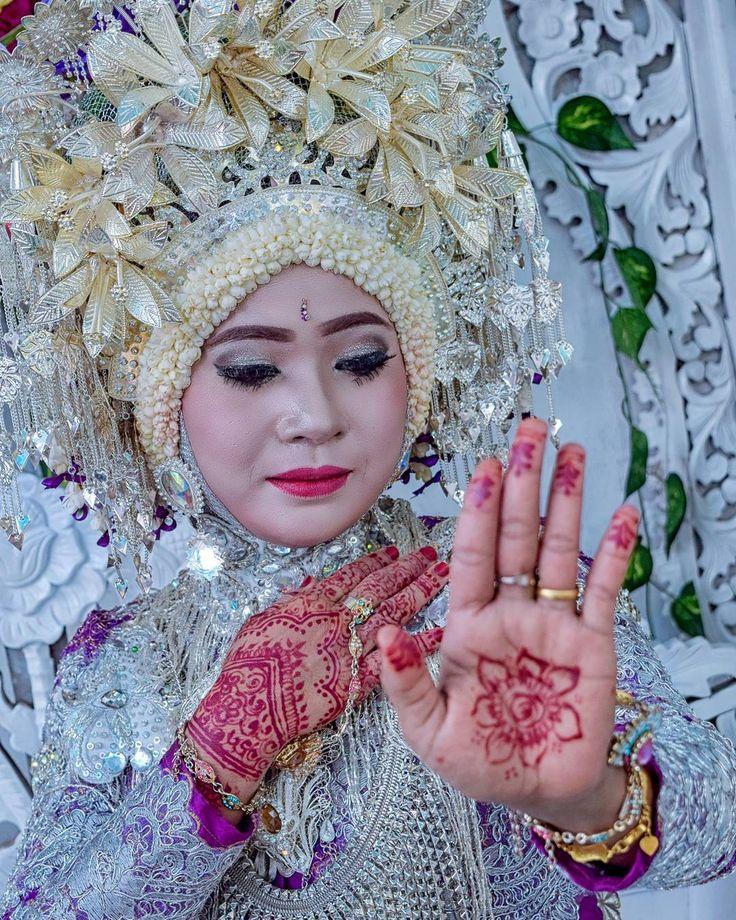 MUA @wati_awgalery ������ #natural  #acehstyle #postwedding #weddingphotography #henna #hennaart  #nikon #1855mm #wedding #pose #prewedding #weddingday #acehculture #weddingdress #weddingphotoshoot #makeover #weddingaceh #postwedding #nikon #couple #photooftheday #instagood #instawedding #style #darabaroe #pengantin #bride #bridal #ringwedding #posekekinian http://gelinshop.com/ipost/1520138747919495503/?code=BUYniMfDHFP