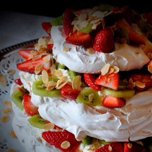 Herkullinen ja kaunis Pavlova-kakku