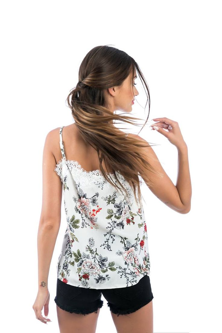 Floral strappy top with V neckline. Lace bust and back detail. 100% Polyester. https://www.modaboom.com/floral-top-me-dantela.html