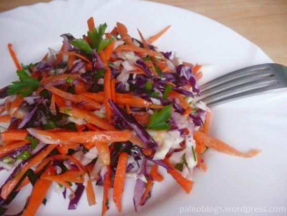Salát ze syrového zelí a mrkve