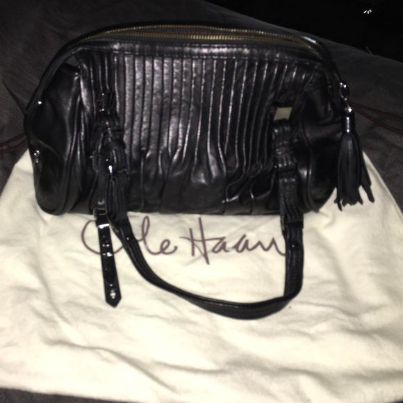 Cole Haan Purse Cole Haan leather Purse in great condition. Purchased from Cole Haan Store. Comes with dust bag. No trades. Taking reasonable offers. Cole Haan Bags Hobos