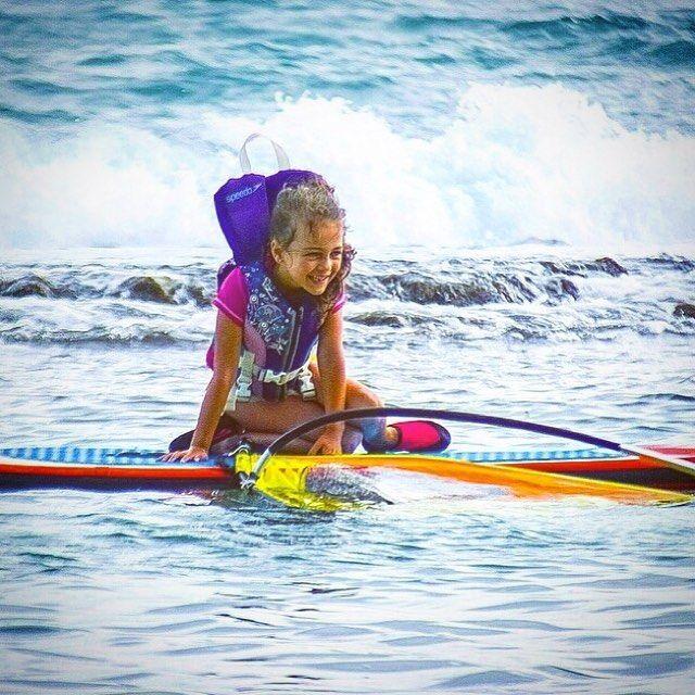 Windsurfing on the Whipper will make you ⓢⓐⓣⓤⓡⓓⓐⓨgiggle just like this pretty girl 💙⠀ ⠀ #BeachKids #KidsfirstWindsurf #WhipperFamily #AlohaWhipper #Surfkids #Ohana #Upcomling #Windsurfing #WindsurfKids #WhipperKids #WindsurfGroms #WorldofWindsurf #HappyKids #SharetheStoke #WeekendVibes #WhipperKids