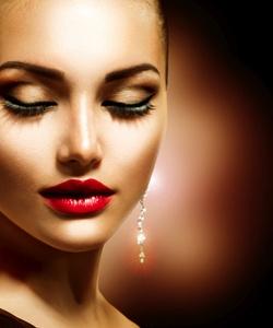 Apuesta por el maquillaje satinado como aliado en los primeros días de calor - Bekia Belleza