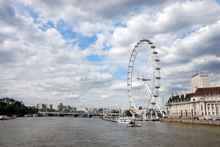 """Темза и """"Лондонский глаз""""."""