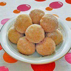 La ricetta degli arancini al cioccolato, arancini dolci tipici della pasticceria siciliana ripieni di cioccolato fondente e cosparsi di zucchero.