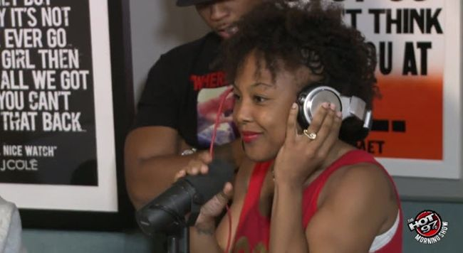 Boxer Melissa St. Vil Talks Getting Beat Up Mayweather on Ebro In The Morning [Video]- http://getmybuzzup.com/wp-content/uploads/2014/08/Melissa-St.-Vil.jpg- http://getmybuzzup.com/melissa-st-vil-mayweather/- Melissa St. Vil Talks Getting Beat Up RogerMayweather Boxer Melissa St. Vil dropped by Hot97′s Ebro in the morning show. During the interview she claimsRogerMayweather beat her up & more.Enjoy this videostream below after the jump. Follow me:Getmybu