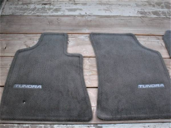 TOYOTA TUNDRA OEM FLOOR MATS 2004-2006 – auto parts – by owner