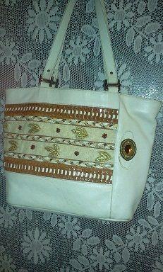 Скучная сумка стала веселей. Пришила стразы, бисер, золотые листочки. I added the gold leaves, beads, rhinestones.