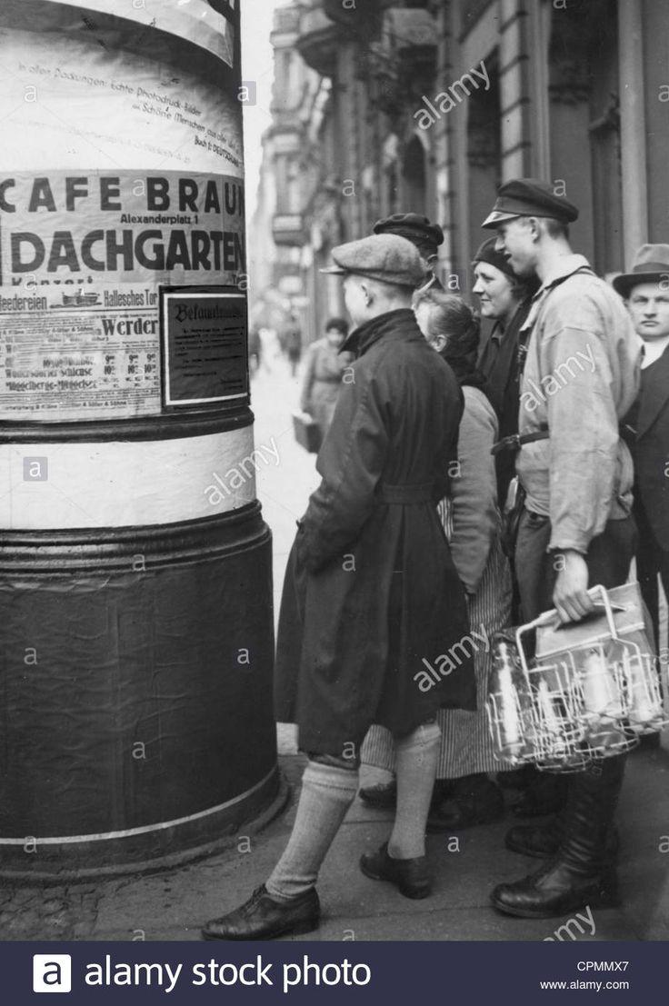Laden Sie dieses Alamy Stockfoto Litfaßsäule in Berlin, 1933 - CPMMX7 aus Millionen von hochaufgelösten Stockfotos, Illustrationen und Vektorgrafiken herunter.