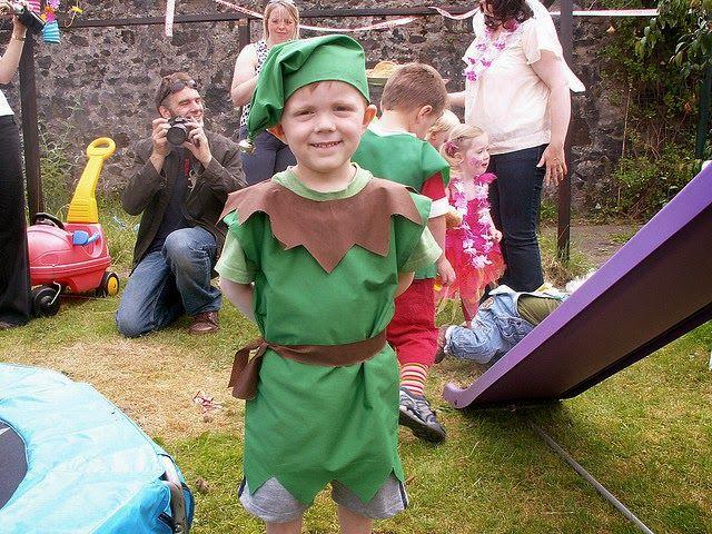 Les lutins et les elfes sont de petits personnages mythiques malins et plaisantins, espiègles, magiciens amis de la nature. Ils font parti...