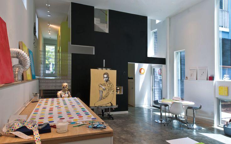 Интерьер студии Хойстид в просторном доме.