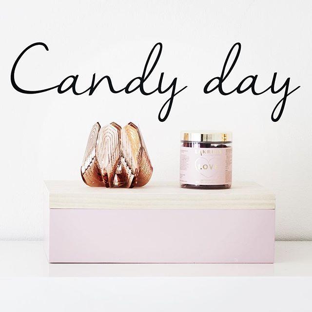 Scandinavian saturday candy tradition is the highlight of the week! #lördagsgodis #beandliv #karkkipäivä #smågodis #blossom #scandinaviantradition #scandinaviandesign #sisustus #interiordesign