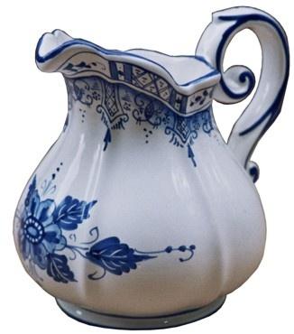 brocca barocca in ceramica, decorazione Rouen Blu