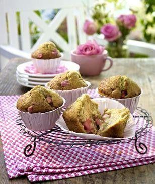 Rhabarber-Zimt-Muffins mit Sahne und Zimt-Zucker